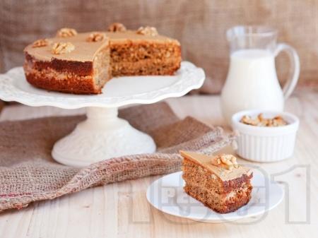 Орехова торта с канела и глазура  - снимка на рецептата